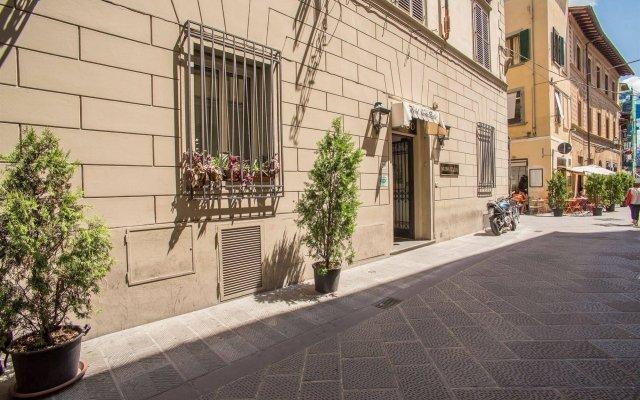 Hotel Nuova Italia вид на фасад