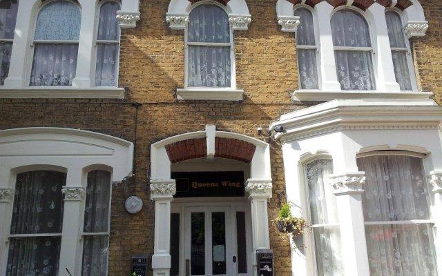 Отель Queens Drive Hotel Великобритания, Лондон - отзывы, цены и фото номеров - забронировать отель Queens Drive Hotel онлайн вид на фасад