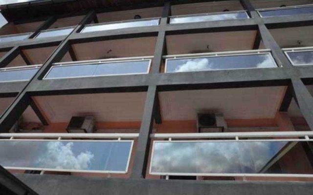 Отель Residence Saint-Jacques Brazzaville Республика Конго, Браззавиль - отзывы, цены и фото номеров - забронировать отель Residence Saint-Jacques Brazzaville онлайн вид на фасад
