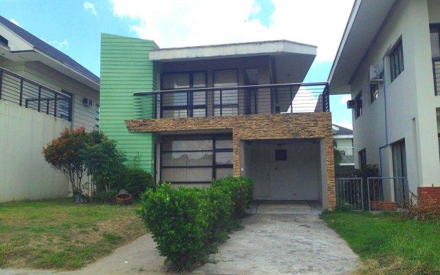 Отель Villas At The Enclave Филиппины, Пампанга - отзывы, цены и фото номеров - забронировать отель Villas At The Enclave онлайн вид на фасад