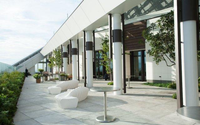 Отель Andaz Tokyo Toranomon Hills - a concept by Hyatt Япония, Токио - 1 отзыв об отеле, цены и фото номеров - забронировать отель Andaz Tokyo Toranomon Hills - a concept by Hyatt онлайн вид на фасад