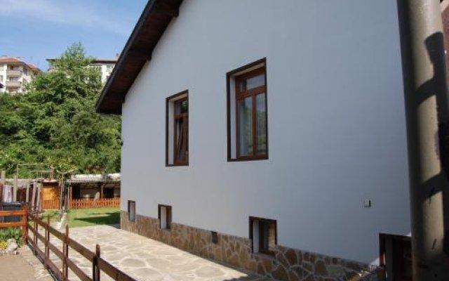 Отель Penevi Guest House Болгария, Боженци - отзывы, цены и фото номеров - забронировать отель Penevi Guest House онлайн вид на фасад