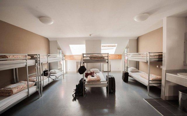 Jacques Brel Youth Hostel Брюссель комната для гостей
