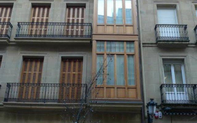Отель Apartamentos Okendo Сан-Себастьян вид на фасад