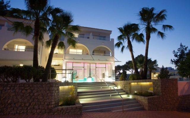 Отель Grupotel Ibiza Beach Resort - Adults Only вид на фасад