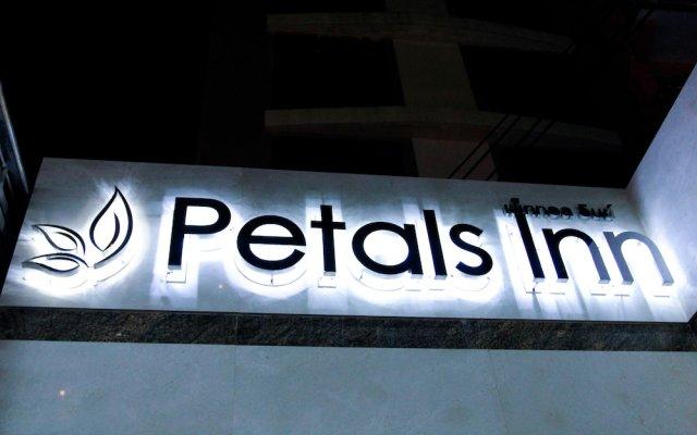 Отель Petals Inn Бангкок вид на фасад