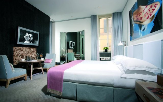 Отель Portrait Suites комната для гостей
