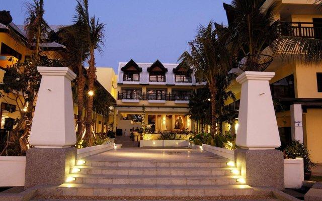 Отель Woraburi Phuket Resort & Spa вид на фасад