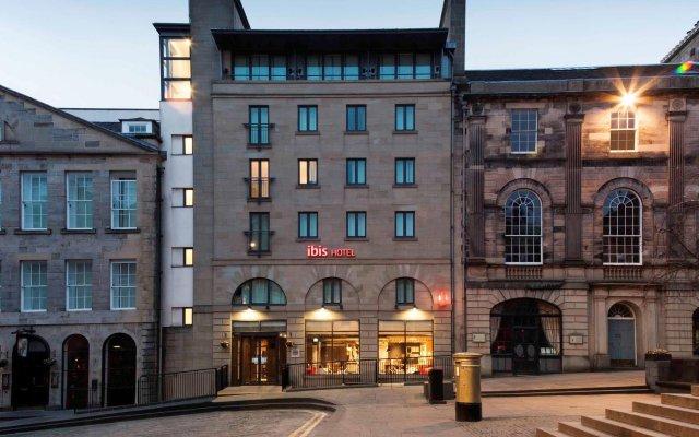 Отель ibis Edinburgh Centre Royal Mile – Hunter Square Великобритания, Эдинбург - 2 отзыва об отеле, цены и фото номеров - забронировать отель ibis Edinburgh Centre Royal Mile – Hunter Square онлайн вид на фасад
