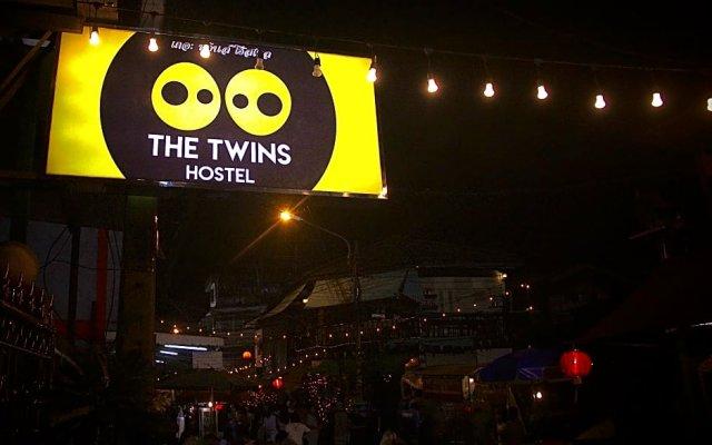 Отель The Twins Hostel Таиланд, Бангкок - отзывы, цены и фото номеров - забронировать отель The Twins Hostel онлайн вид на фасад