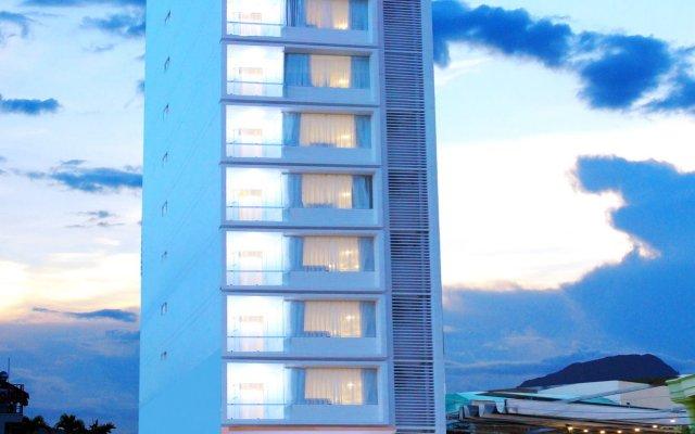 Azura Hotel вид на фасад
