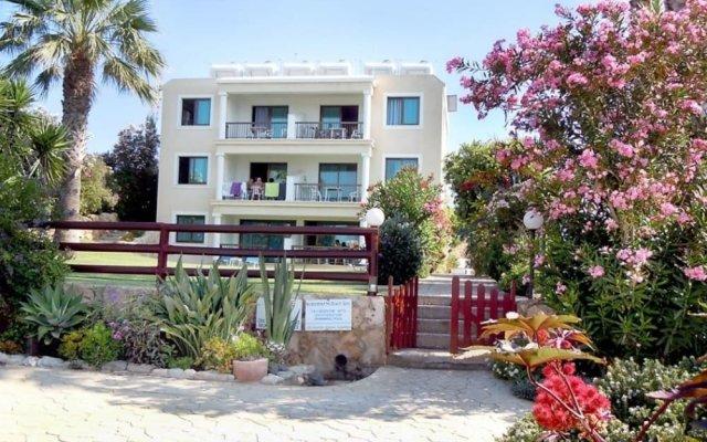Апартаменты Rododafni Beach Apartments вид на фасад