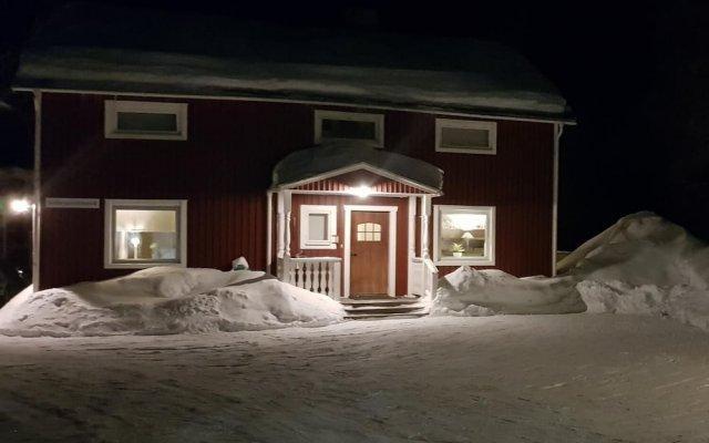Отель kallaxgårdshotell Швеция, Лулео - отзывы, цены и фото номеров - забронировать отель kallaxgårdshotell онлайн вид на фасад
