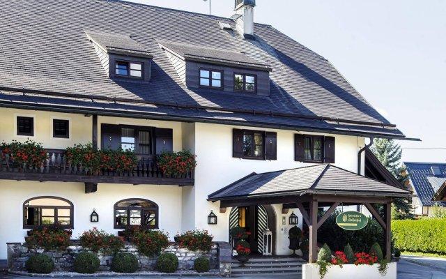 Отель Friesachers Aniferhof Аниф вид на фасад