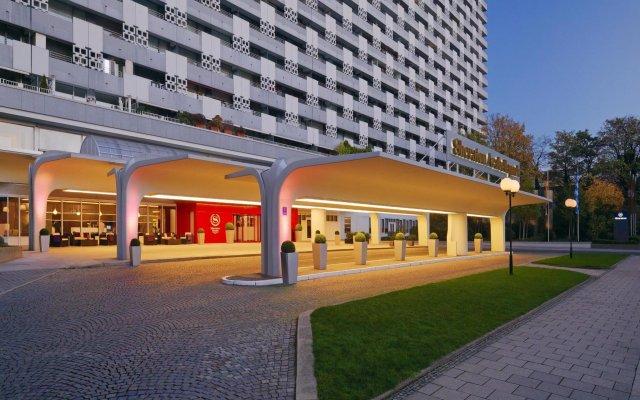 Sheraton Munich Arabellapark Hotel вид на фасад