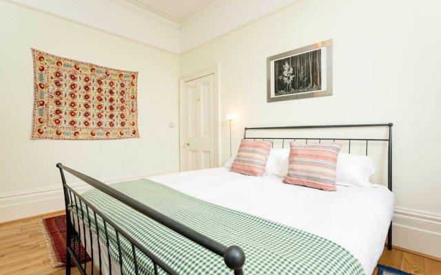 Отель Veeve - House On The Heath Лондон комната для гостей