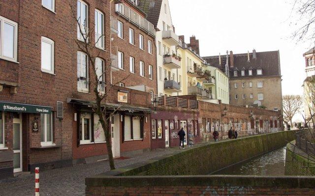 Отель Superfair Oldtown Düsseldorf Дюссельдорф вид на фасад