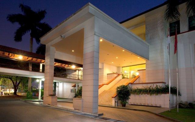 Отель Diamond Westlake Suites Ханой вид на фасад