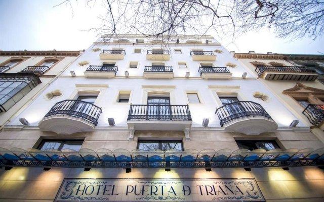 Отель Petit Palace Puerta de Triana вид на фасад