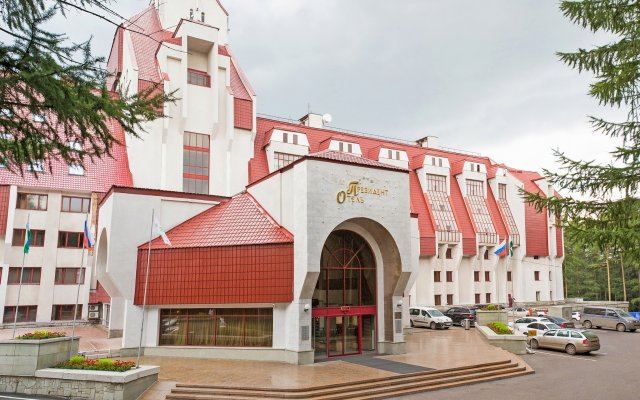 Президент Отель вид на фасад