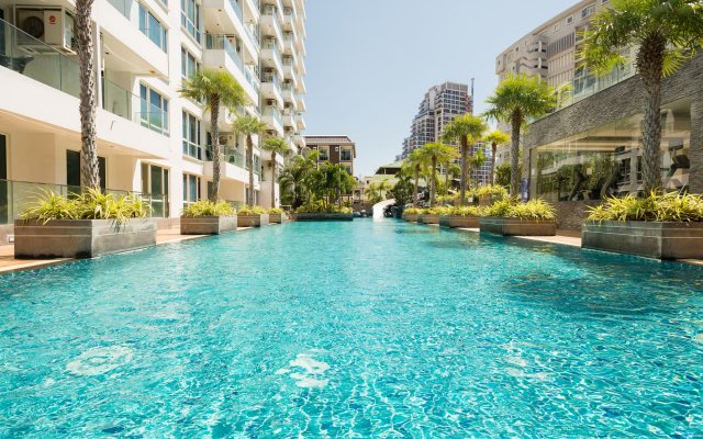 Отель The Cliff Condominium by GrandisVillas Паттайя бассейн