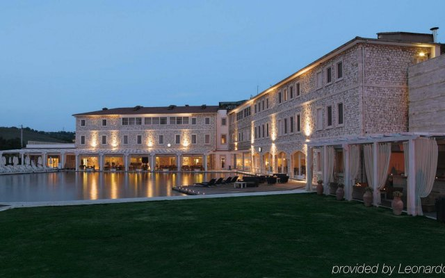 Отель Terme di Saturnia Spa & Golf Resort вид на фасад