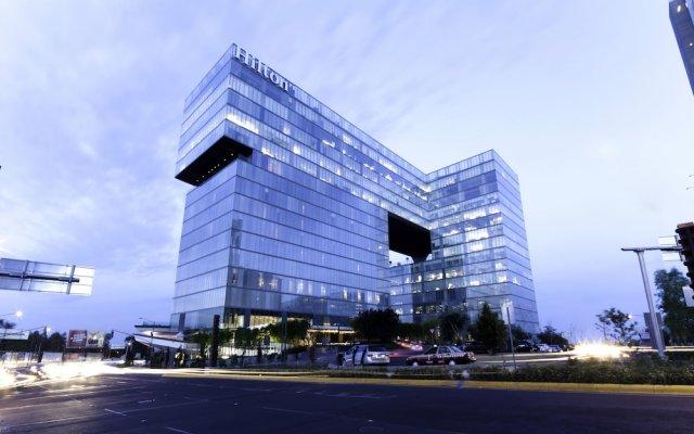 Отель Hilton Mexico City Santa Fe Мексика, Мехико - отзывы, цены и фото номеров - забронировать отель Hilton Mexico City Santa Fe онлайн вид на фасад