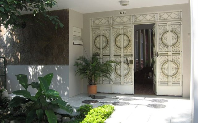 Отель Hostal La Colina Колумбия, Кали - отзывы, цены и фото номеров - забронировать отель Hostal La Colina онлайн вид на фасад