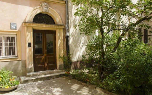 Отель Krakowskie Przedmiescie - Night and Day вид на фасад