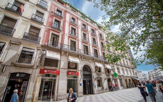 Отель Petit Palace Puerta del Sol вид на фасад