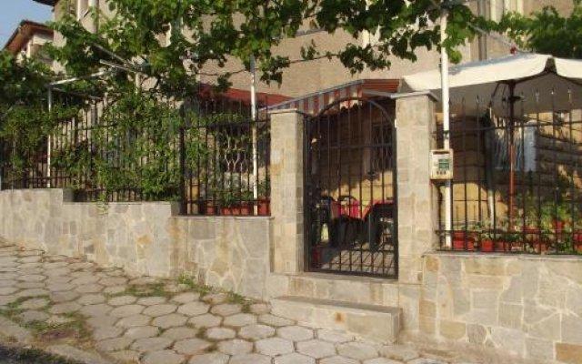 Отель Plamena Guest Rooms Болгария, Карджали - отзывы, цены и фото номеров - забронировать отель Plamena Guest Rooms онлайн вид на фасад