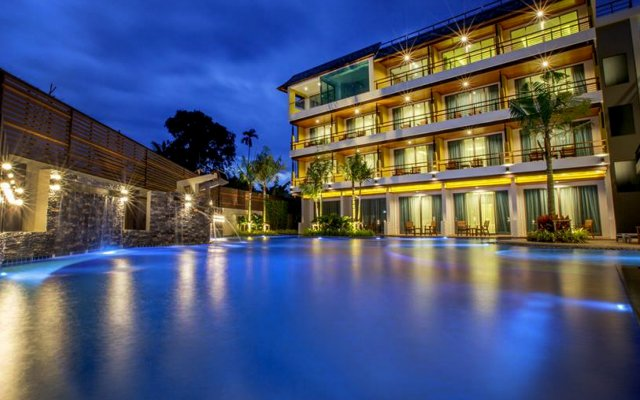 Отель Aqua Resort Phuket вид на фасад