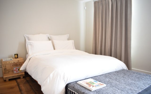 Отель Spacious 1 Bedroom Flat in St John's Wood комната для гостей