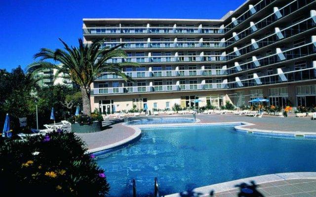 Отель Aparthotel CYE Holiday Centre вид на фасад
