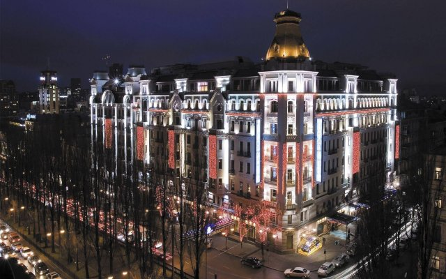 Гостиница Premier Palace вид на фасад