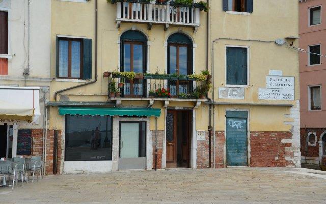 Отель Casa Favaretto Италия, Венеция - 1 отзыв об отеле, цены и фото номеров - забронировать отель Casa Favaretto онлайн вид на фасад
