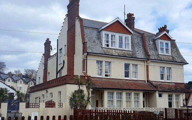 Yardley Manor Hotel вид на фасад