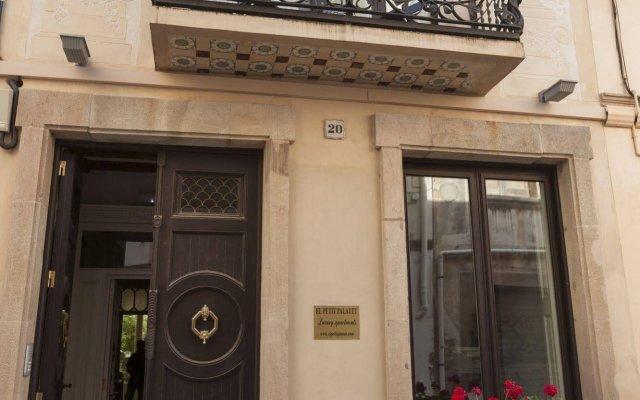 Отель El Petit Palauet вид на фасад