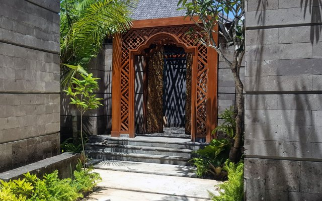 Hotel Indigo Bali Seminyak Beach вид на фасад