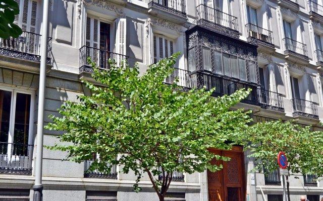 Отель We are Madrid Palacio вид на фасад