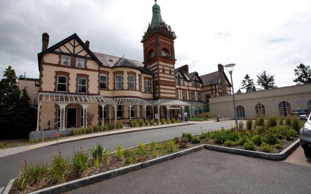 The Lucan Spa Hotel вид на фасад