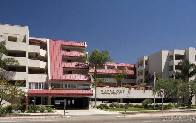 Отель Sommerset Suites вид на фасад