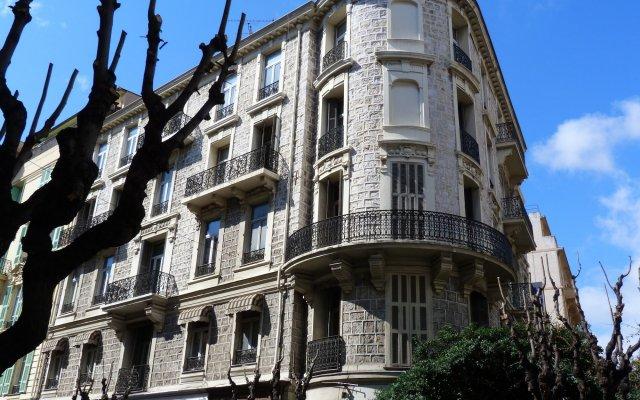 Отель L'ANNEXE вид на фасад