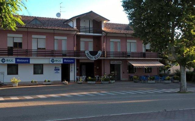 Отель Albergo Ester di Fossi Laura вид на фасад