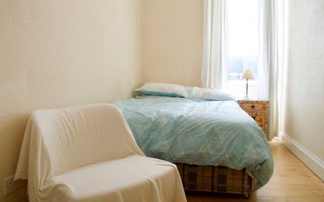 1 Bedroom Flat In Roseburn