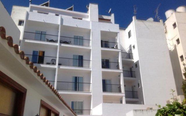 Отель Hostal Tarba вид на фасад