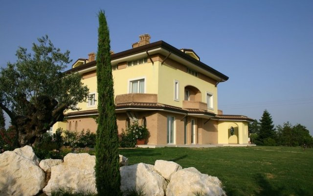 Отель Agriturismo Il Parco Di Kipo Монтефано вид на фасад