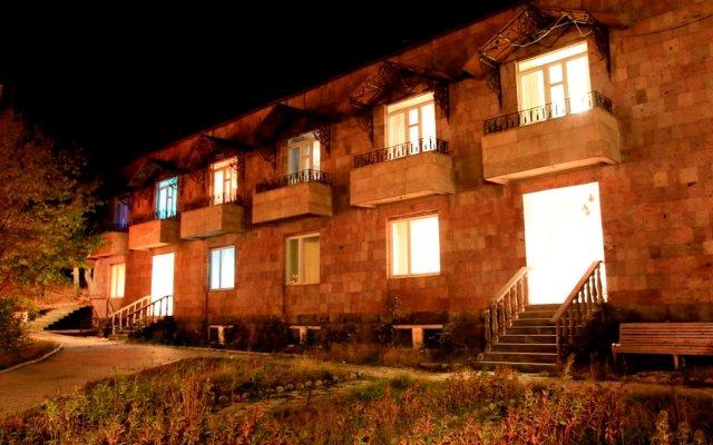 Отель Дом творчества писателей Армения, Цахкадзор - отзывы, цены и фото номеров - забронировать отель Дом творчества писателей онлайн вид на фасад