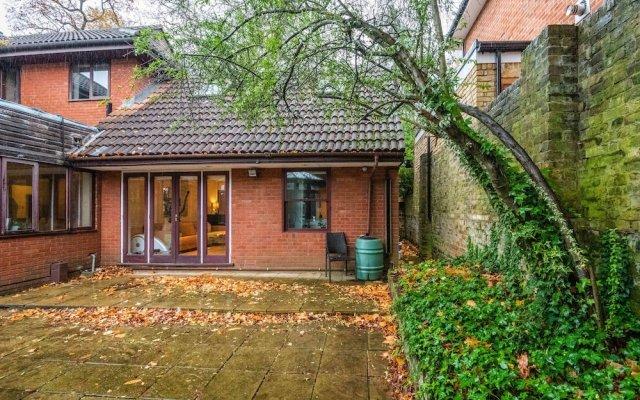Charming Wimbledon Park Home close to Putney Heath