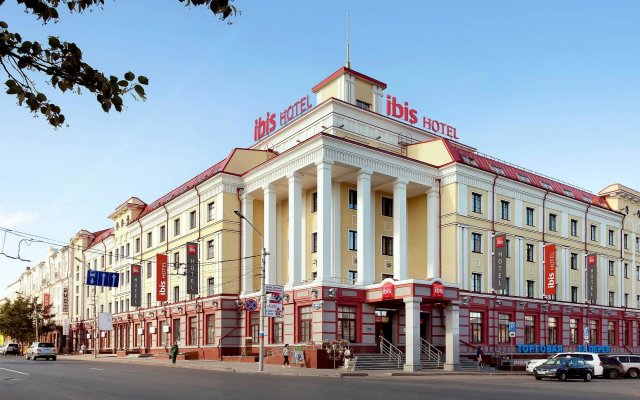 Гостиница Ибис Сибирь Омск вид на фасад